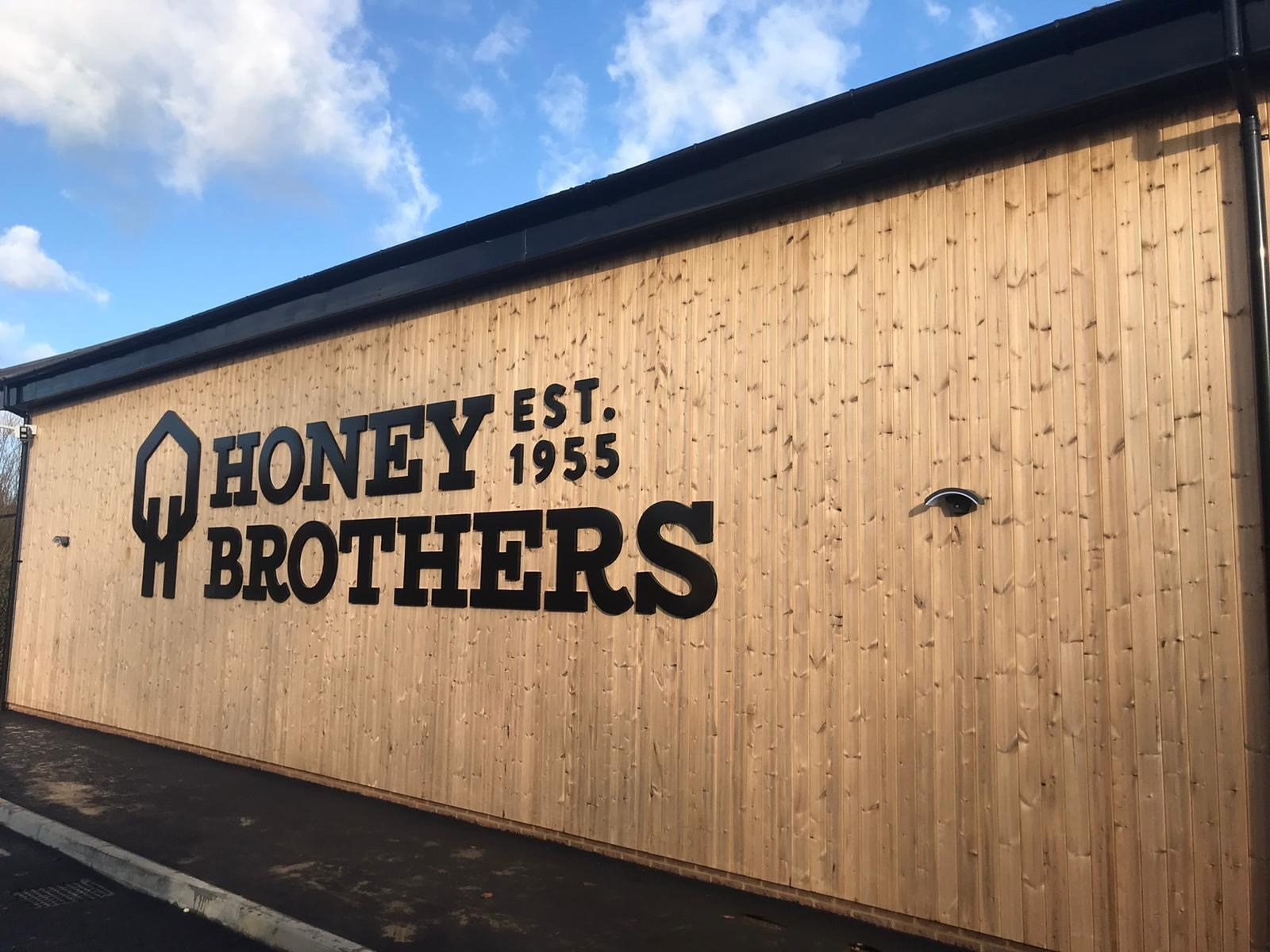 honey_bros_outside